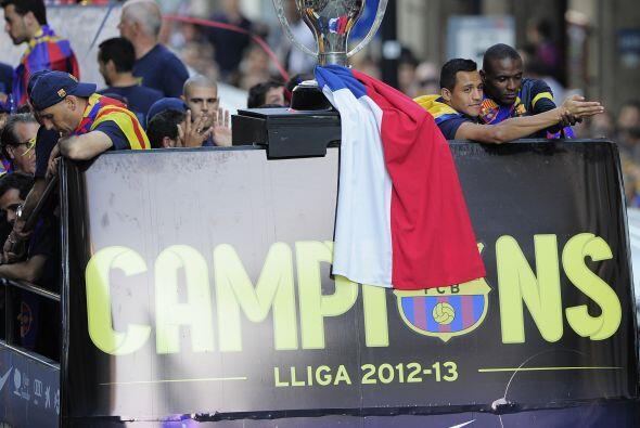 El trofeo de la Liga española aparecía al frente del camión de los monar...