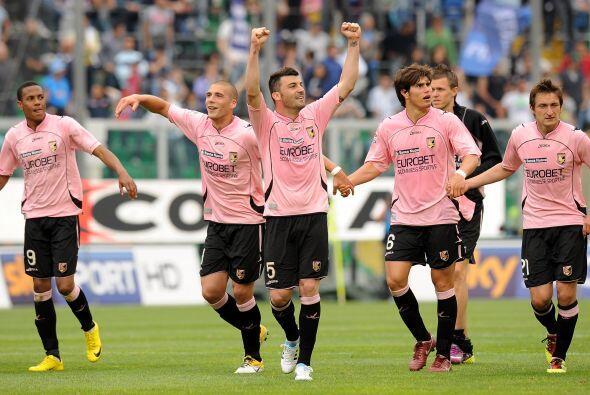 Palermo sigue octavo en la tabla y el Nápoli quedó tercero.