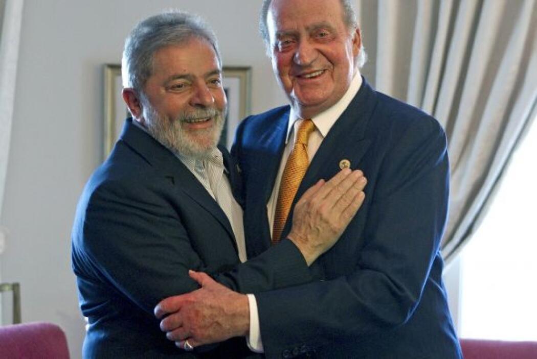 El Rey Juan Carlos y el expresidente brasileño, Lula da Silva (i), al in...