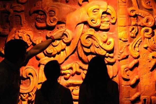 En la víspera de que se produzca el cambio de era del calendario maya, c...