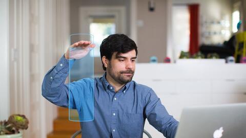 El Hayo tiene visión 3D que le permite convertir cualquier parte...