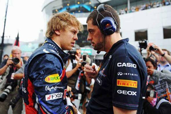 Sebastian Vettel, el actual campeón de la Fórmula 1, en la charla técnic...