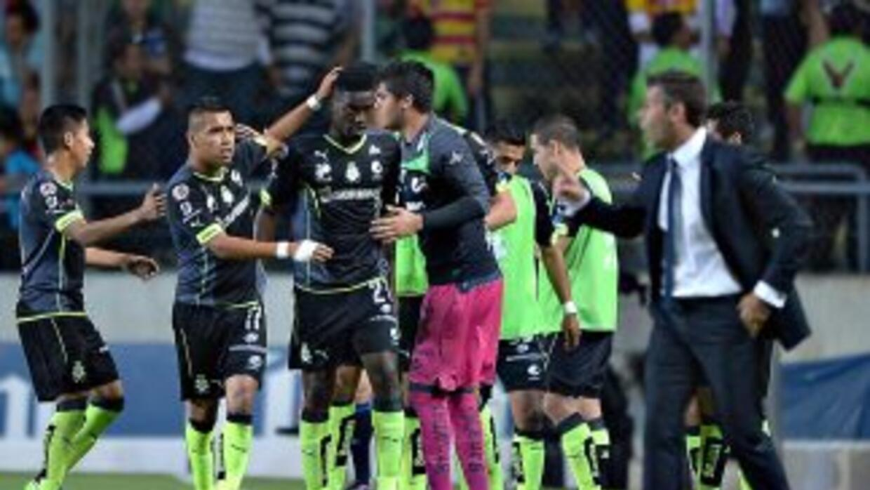 Santos festeja el único gol del partido.