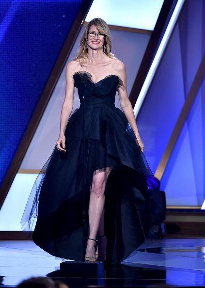 Laura Dern premió a la segunda ganadora de la noche. ¿Alguna idea de qui...