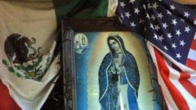 Hispanos festejan previamente el dia de la Virgen de Guadalupe en iglesi...