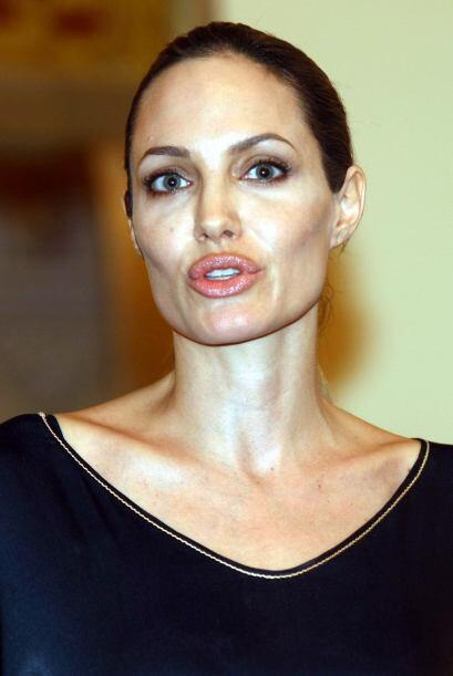 1. Sus exagerados labios: No hay duda de que unos labios carnosos, son d...