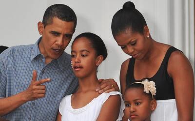El estilo de educación de Barack y Michelle Obama con Sasha y Mal...
