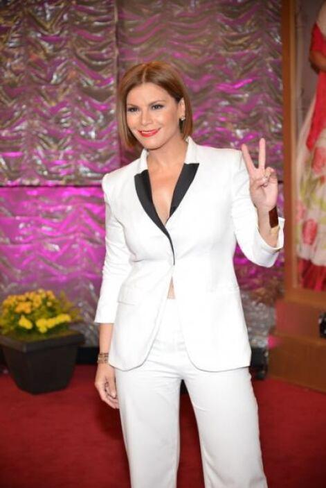 Olga Tañon apareció luciendo una nueva imagen y su traje también era un...