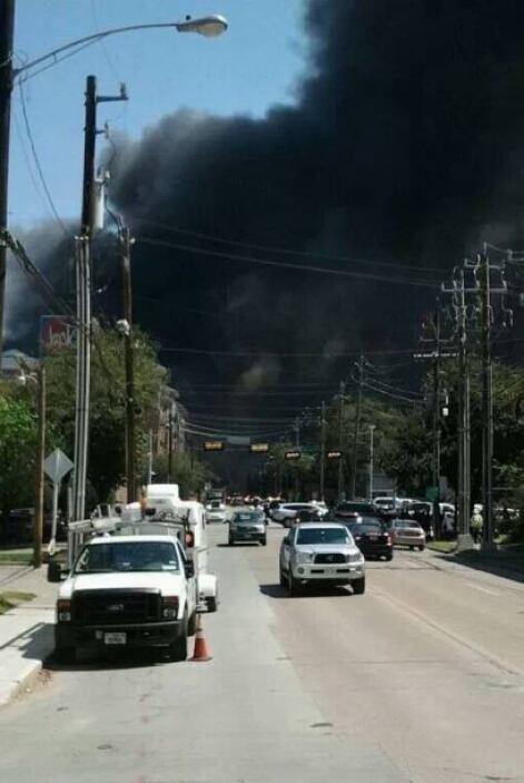 El incendio se dio en un complejo ubicado en las calles West Dallas y Ma...