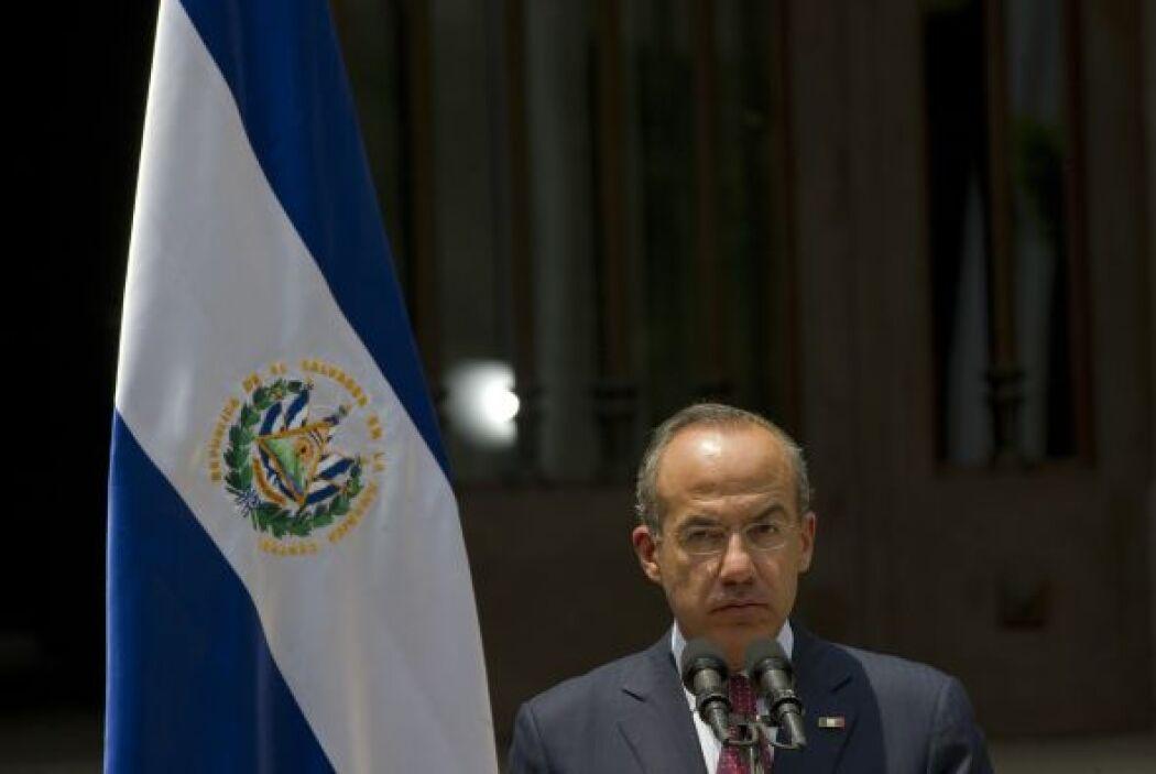 """Calderón prometió """"no descansar"""" hasta dar con los autores de la masacre..."""