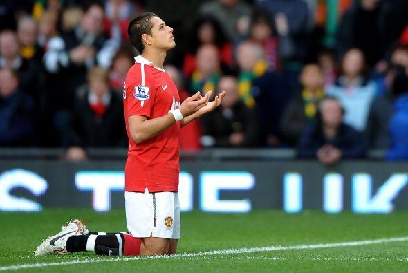 Javier Hernández no pudo convertir pero se mostró muy activo en el frent...