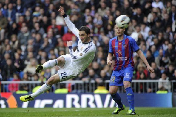Comenzó marcando el Levante, pero Higuaín, a pase de Xabi Alonso, madó e...