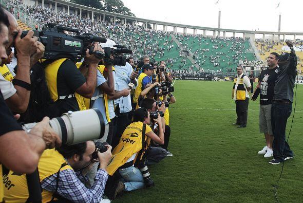 El estadio de Pacaembú se vistió de fiesta para Ronaldo y...