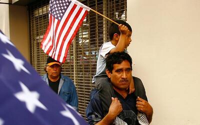 Inmigrantes indocumentados podrán recibir compensaciones justas tras dem...