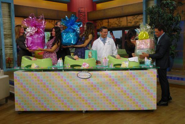 Alan Y Johnny llegaron con regalos para las embarazadas.