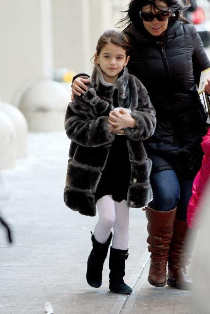 Parar soportar el duro frío de Manhattan, le compraron un abrigo...