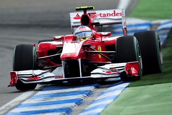 Alonso tomó el primer lugar luego de que Massa se apartó p...