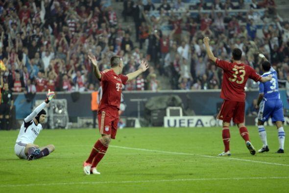 A Ribery le anularon un gol por calro fuera de juego.