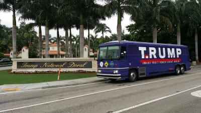 Han modificado ligeramente el aspecto del autobús para criticar a Trump