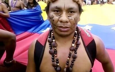 Indígenas marchan a Caracas para apoyar el llamado de la oposición a la...