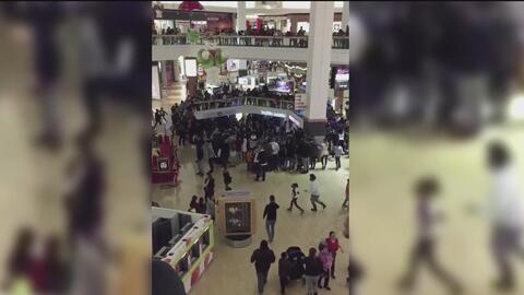 Pelea entre jóvenes causó que el centro comercial Fox Valley cerrara sus...