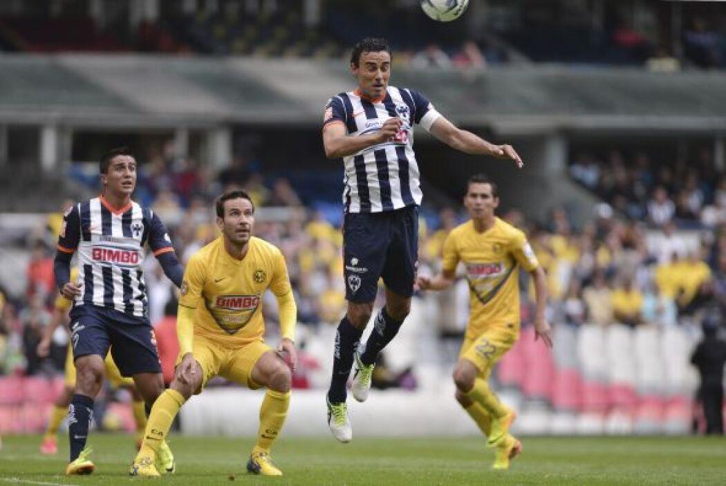 Los escualos sumaron la experiencia de Leobardo López en la defensa.