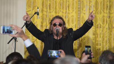 Fer, vocalista de Maná, durante su presentación en la Casa Blanca.
