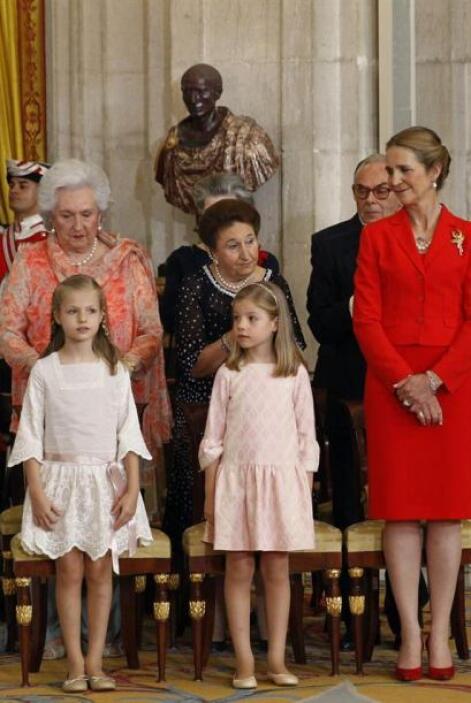 Las Infantas Leonor y Sofía junto a la infanta Elena y las infantas Marg...