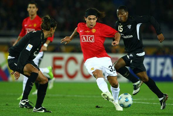 Manchester United, con Carlos Tévez y Cristiano Ronaldo, disput&o...