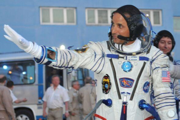 Joseph Acabá, un astronauta de 44 años de edad y de padres puertorriqueñ...
