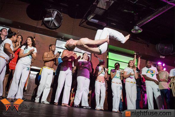 Con varios grupos de música brasileña, presentaciones de Capoeira y bail...