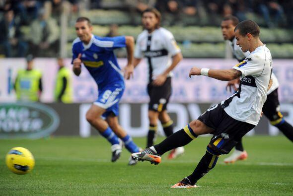 El talentoso Sebastián Giovinco cobró un penalti para los parmesanos.