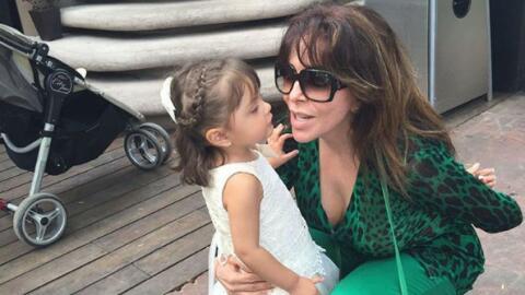 Verónica Castro y su nieta