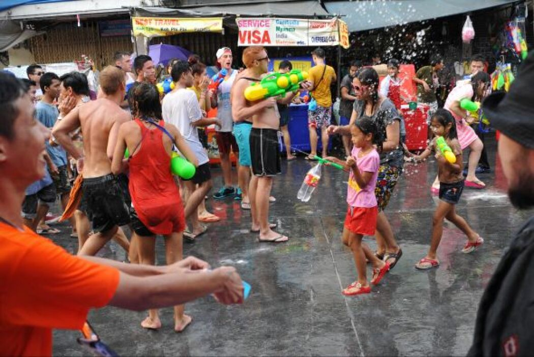 El nombre asociado a este día es el Songkran, el festival de agua que si...