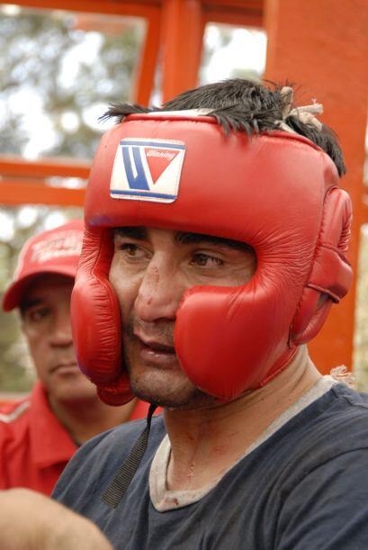 El sparring trabaja sin miramientos y la nariz sanfgrada del 'Terrible'...