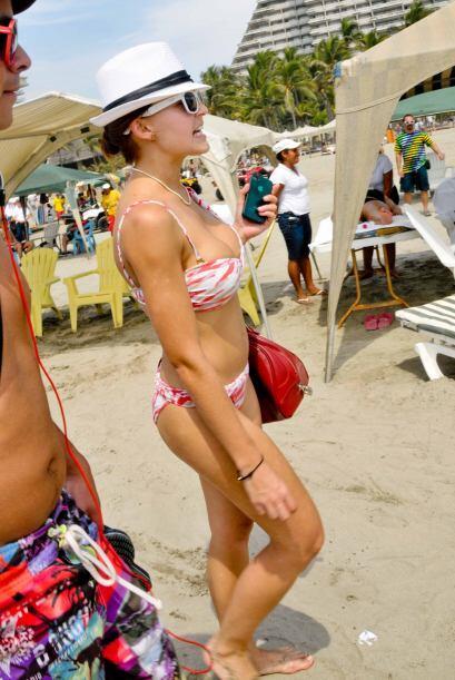Así es como Angelique apareció en Acapulco.