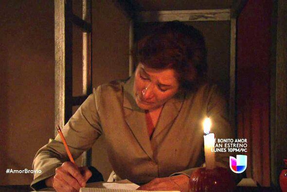 Agustina escribe una carta para Camila en la que le dice lo mucho que la...