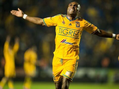 Con un gol de cabeza de Joffre Guerrón, los Tigres superaron por...