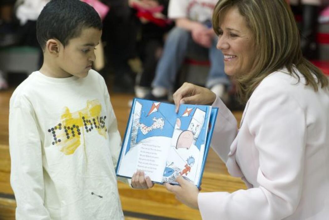 Margarita Zavala se mostró encantada con los niños a quienes les arrancó...