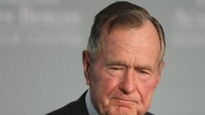 El expresidente George Bush padre fue ingresado al hospital