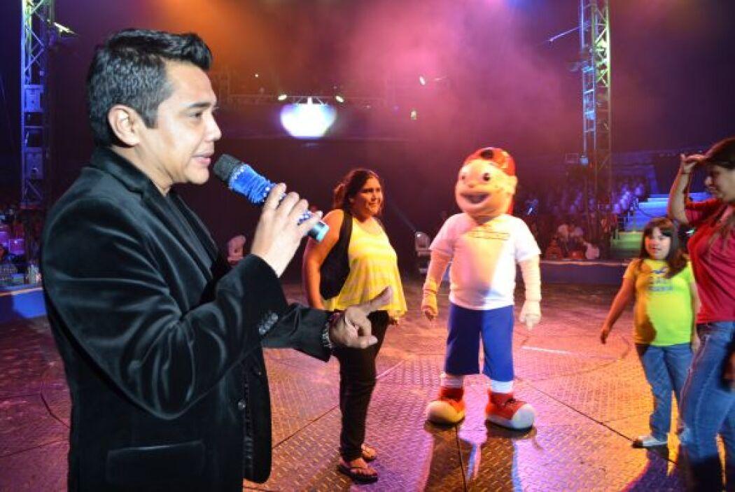 Chicos y grandes se divirtieron mucho con todas las ocurrencias de Raúl...