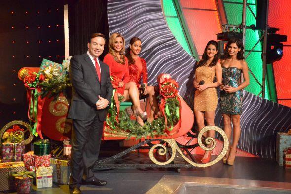 Todos a bordo en el trineo de Santa que está a punto de partir. &...