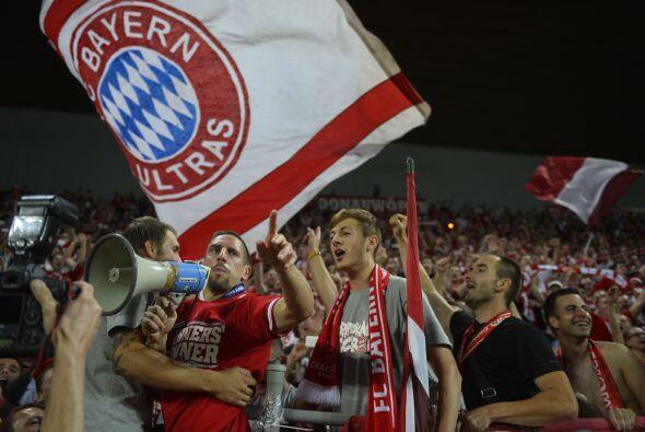 Celebración del Bayern con Ribary ejerciendo también de director de la h...
