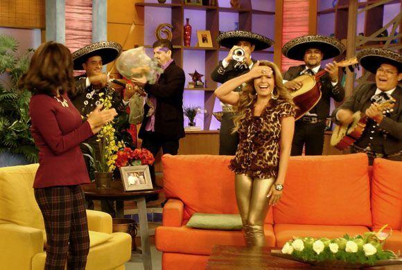 El mariachi entró al estudio para acompañar al hombre de su vida, su nov...