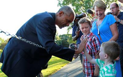 El presidente Barack Obama durante su visita a una Louisiana devastada p...