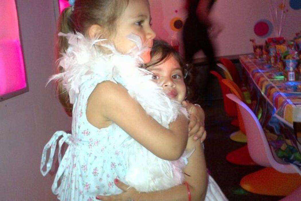 La conductora de televisión no dudó en festejar a su princesita. (Fotos:...