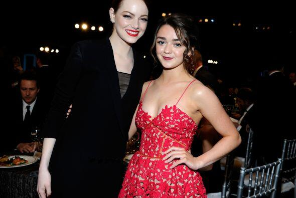 Emma Stone con Maisie Williams de 'Game of Thrones'.