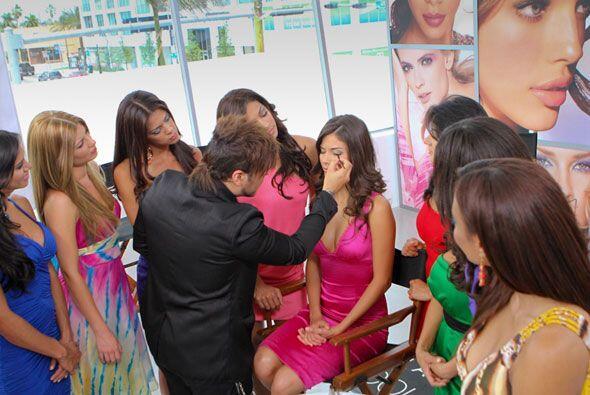 Las chicas saben que un buen maquillaje puede lograr transformar complet...