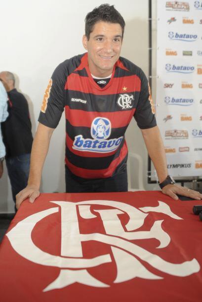 Thiago Neves fue presentado en el Flamengo un día después que Ronaldinho...