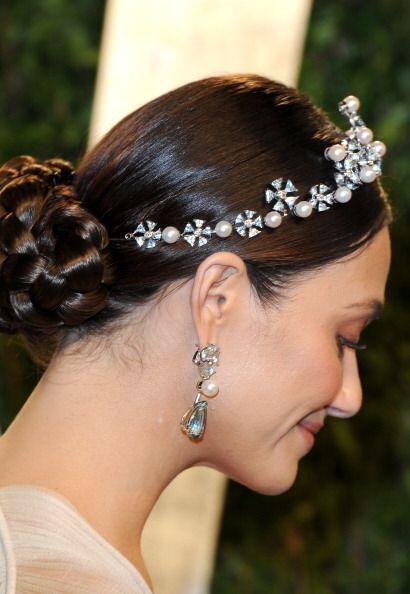 Las tiaras son uno de los accesorios con los que puedes lucir muy elegan...